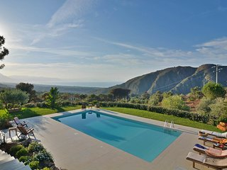 Lascari Villa Sleeps 8 with Pool Air Con and WiFi - 5679307