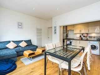 Sleek 2BD Flat Super Central to London Town!