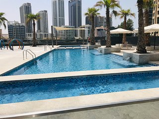 Dazzling 2BR Waterfront Suite in Dubai Marina
