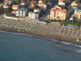 Marina di Castagneto Carducci Apartment Sleeps 3 with Pool Air Con and WiFi