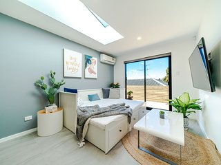 52 Nigel Rd · Browns Bay Brand New Super Modern 2 Bds Guest home