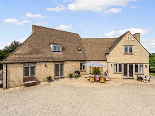 Spacious & Stylish Cotswold Family home