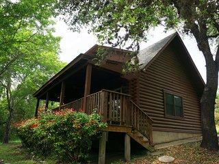 Edgewater Retreat- Log Cabin