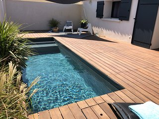 Piscine privee chauffee. Proche des plages. Private heated pool. Near beaches