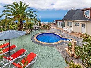 Villa Carlitos con Jacuzzi y Piscina al Mar
