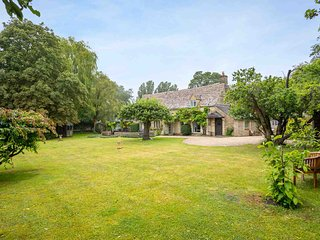 Causeway Cottage is a beautiful period property in peaceful Old Minster Lovell