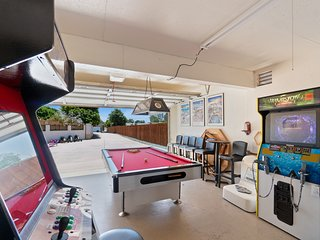 Spacious family home w/fun arcade-style games for all ages, gas grill & gazebo!