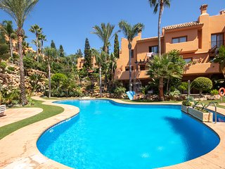 Spacious Modern Townhouse with extensive communal areas in Riviera del Sol