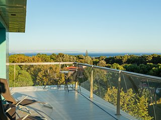 Exclusive Seaview Penthouse w Terrace, Pool, Spa & Gym