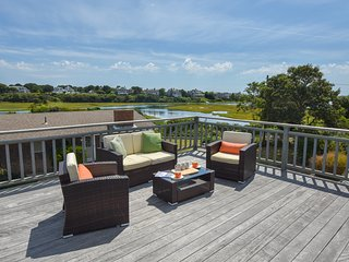 #611: Stunning water views, 2 decks, walk to Ridgevale Beach, dog friendly!