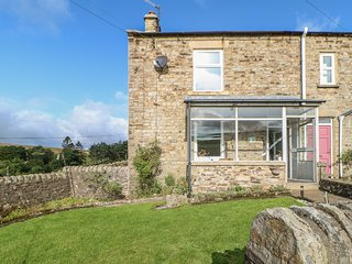 1 BRAESIDE, countryside views, pet-friendly, North Pennines AONB, Ref 978906