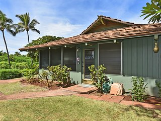 Hawaiian Plantation Style Cottage Just a Stroll to the Beach!!