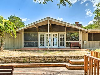 NEW! Lago Vista Home w/Deck, Fire Pit & Lake Views