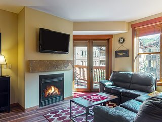 NEW LISTING! Cozy condo w/ a balcony, shared hot tub, & gym - walk to lifts!
