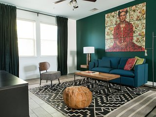 Sleek 3BR Townhome near UT Austin by WanderJaunt