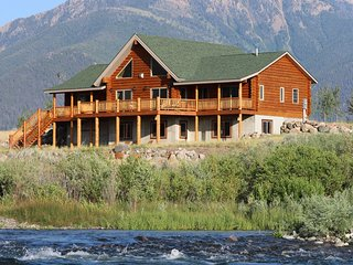 Luxury log home on the Madison River, The Caddis Shack, 30 mi. to Yellowstone NP