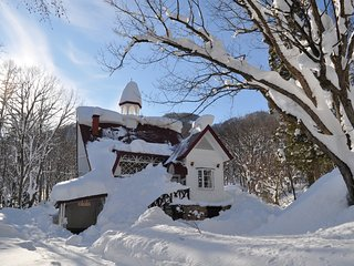 Wadano House Hakuba - Ski in/out location at the edge of the Happo-one slopes