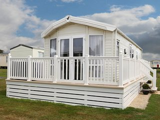 Luxury 5* caravan, sleeps 6 on Hoburne Naish Park, New Milton, Hants