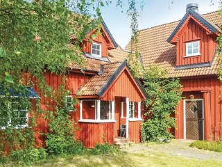 Nice home in Linneryd w/ Sauna, 11 Bedrooms and WiFi (S25061)