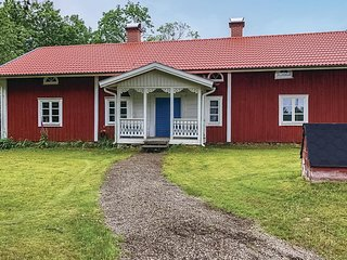 Awesome home in Almhult w/ 3 Bedrooms
