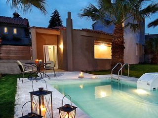 2 bedroom Villa with Air Con, WiFi and Walk to Beach & Shops - 5812609
