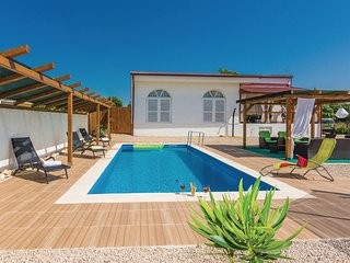 Nice home in Kakma w/ WiFi and 4 Bedrooms