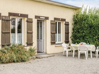 Awesome home in Anneville sur Mer w/ 2 Bedrooms