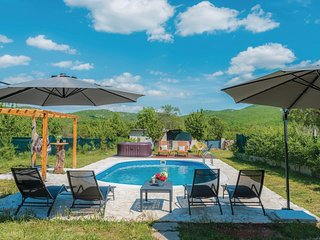 Awesome home in Unesic w/ WiFi and 3 Bedrooms