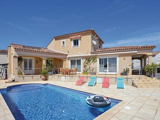 Stunning home in Saint-Gilles w/ WiFi, 5 Bedrooms and Outdoor swimming pool (FLG