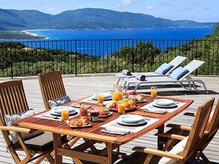 Splendide villa avec piscine chauffee et vue mer