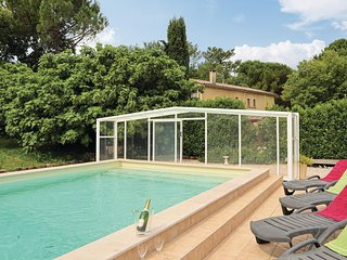 Awesome home in Saint Restitut w/ Outdoor swimming pool, Outdoor swimming pool a