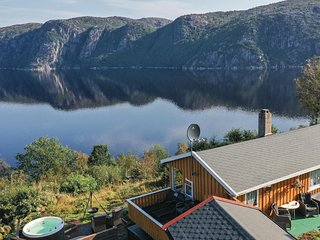 Awesome home in Farsund w/ Jacuzzi, 4 Bedrooms and WiFi (N36611)