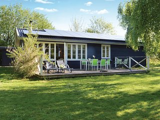 Nice home in Gilleleje w/ WiFi and 3 Bedrooms (E04177)