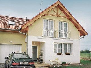 Beautiful home in Praha 8 w/ 3 Bedrooms