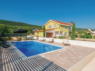 Amazing home in Donji Prolozac w/ WiFi, Outdoor swimming pool and 3 Bedrooms (CD