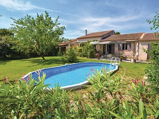 Stunning home in Pernes les Fontaines w/ WiFi and 4 Bedrooms