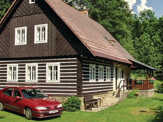 Stunning home in Jestrabi u Krk. Roud w/ 3 Bedrooms