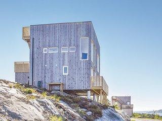 Nice home in Søndeled w/ 4 Bedrooms