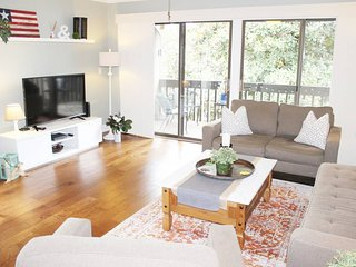 Welcome to the Magnolia  Hidaway, 2 BD, 2 BA, Free Wifi and Cable, Pool