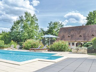 Amazing home in Vélines w/ WiFi, Outdoor swimming pool and 4 Bedrooms (FAD223)