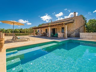 Amazing home in Porto Cristo w/ WiFi and 3 Bedrooms