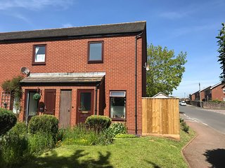 Holiday home with garden & free parking in Exeter