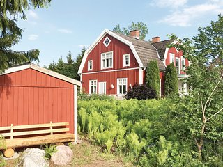 Awesome home in Sävsjö w/ 4 Bedrooms