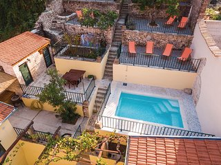 Amazing home in Metkovic w/ WiFi and 4 Bedrooms