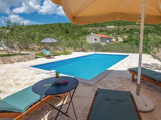 Beautiful home in Vid w/ WiFi, 2 Bedrooms and Outdoor swimming pool