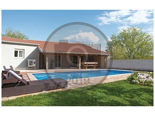 Nice home in Pakostane w/ Outdoor swimming pool, Outdoor swimming pool and 2 Bed