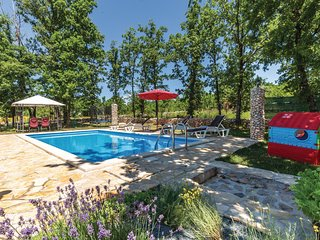 Nice home in Gornji Vinjani w/ WiFi and 3 Bedrooms (CDF542)