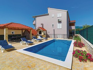 Amazing apartment in Kastel Stari w/ WiFi, Outdoor swimming pool and 4 Bedrooms