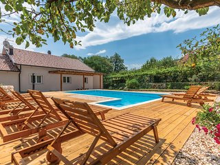 Stunning home in Krivodol w/ WiFi and 4 Bedrooms (CDC076)
