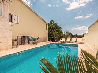 Nice home in Makarska w/ WiFi, 4 Bedrooms and Outdoor swimming pool